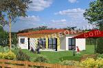 Maison traditionnelle de plain-pied avec garage porche et terrasse